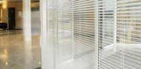 [Venetian blinds, interior horizontal standard, between window – HORIZONTAL HM]